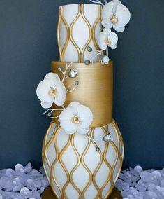 The Most Elegant and Unusual Wedding Cakes Unusual Wedding Cakes, Amazing Wedding Cakes, Fall Wedding Cakes, Elegant Wedding Cakes, Unique Cakes, Elegant Cakes, Wedding Cake Designs, Fondant Wedding Cakes, Fondant Cakes