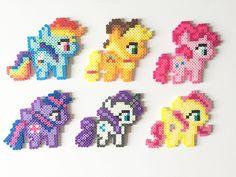 My Little Pony: Rainbow Dash Apple Jack Pinkie Pie Twilight Perler Bead Templates, Diy Perler Beads, Hama Beads Minecraft, Perler Bead Art, Perler Patterns, Rainbow Dash, Perler Bead Disney, 8bit Art, Iron Beads