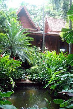 Trendy Ideas for garden tropical design water features Bali Garden, Balinese Garden, Asian Garden, Water Garden, Dream Garden, Tropical Garden Design, Tropical Pool, Tropical Landscaping, Tropical Gardens