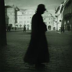 Coyote Atelier photography inspiration: Jan Lukas, Malostranské náměstí, Praha 1938