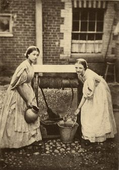 Inglaterra na Era Vitoriana - O Samsara- Parte III - Maids 1864 - This is an exquisite photo of two young girls in service in England in See website for many additional articles on Victorian life. Victorian Life, Victorian London, Victorian Photos, Antique Photos, Vintage Pictures, Vintage Photographs, Old Pictures, Victorian Village, Photos Du