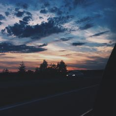 ι wιll never ғorgeт тнe мeмorιeѕ wιтн yoυ. Sky View, Pretty Sky, Purple Sky, Blue, Sky Aesthetic, Sunset Sky, Sunset Photos, Aesthetic Pictures, Beautiful Sunset