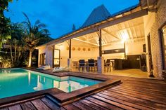 Mai 2020 - Gesamte Unterkunft für Very nice villa at a few steps from the beach. Your villa is in a very quiet area but also very close to all the fashion area as Batubelig - Petite. Kuta, Villas, Bali, Walking, Bowling, Things That Bounce, Club, Mansions, Nice