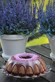 Tähän hurmaavaan suklaakakkuun törmäsin täällä , Kirsin keittiössä-blogin reseptiarkistossa, alun perin resepti on Myllyn Paras-sivustol...