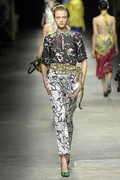 Dries Van Noten Spring 2008 Ready-to-Wear Fashion Show - Vlada Roslyakova