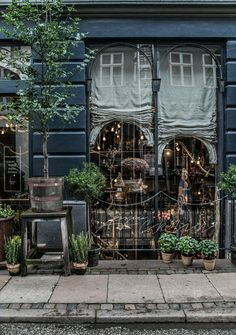 Entrance to tage andersen museum & gallery & boutique in copenhagen Decoration Vitrine, Cafe Shop, Shop Fronts, Garden Shop, Shop Front Design, Window Treatments, Outdoor Gardens, Entrance, Beautiful Places
