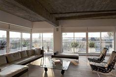 Concreto, madeira e a vista para a cidade  Loft londrino homenageia o espírito da capital britânica