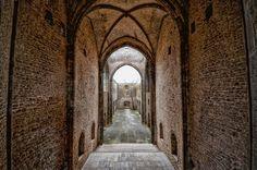 Lo Spasimo si trova alla #Kalsa, uno dei quartieri più antichi di #Palermo.Oggi sconsacrata é sede di eventi e spettacoli ph Zino Citelli