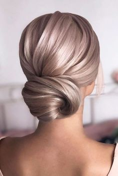 Sleek Low Bun weddingupdo weddinghair hairstyles updohairstyles ❤ Whether you prefer loose or vintage hairstyles, find the elegant wedding updos for long hair for bride or bridesmaid with us. Holiday Hairstyles, Bride Hairstyles, Hairstyles Haircuts, Classy Hairstyles, Long Haircuts, Wedding Hair Inspiration, Wedding Ideas, Prom Ideas, Wedding Hair And Makeup