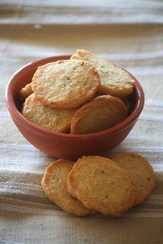 Kifli és levendula: Egy kedvenc parmezános ropogtatnivaló Crackers, Sweet Potato, Muffin, Food And Drink, Appetizers, Cooking Recipes, Cookies, Vegetables, Breakfast