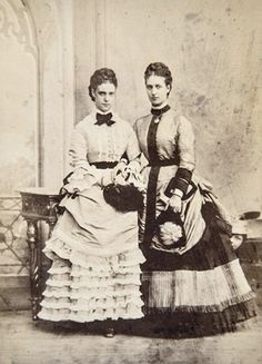 "antique-royals: ""Empress Maria Feodorovna of Russia and sister Queen Alexandra of Great Britain. Black White, Black N White Images, Historical Costume, Historical Photos, Vintage Photographs, Vintage Photos, Victoria Reign, Queen Victoria, Alexandra Of Denmark"