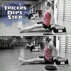 Fondos de Triceps en Step y con peso sobre las piernas.