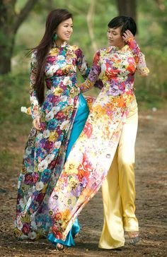 Traditional Ao Dai | Ao dai - Vietnamese traditional long dress.