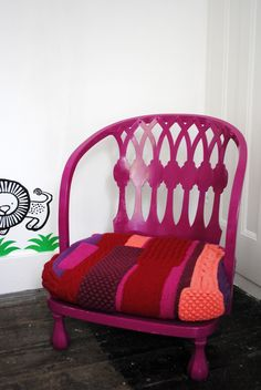 Nat. Knitted Arts and Crafts storyteller's chair.