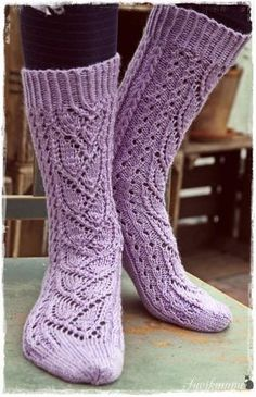 Suvikumpu: Syreeni-sukat (free pattern written in Finnish) Crochet Socks, Knit Mittens, Knitting Socks, Knit Crochet, Color Lila, Knit Boots, Wool Socks, How To Purl Knit, Knitting Accessories