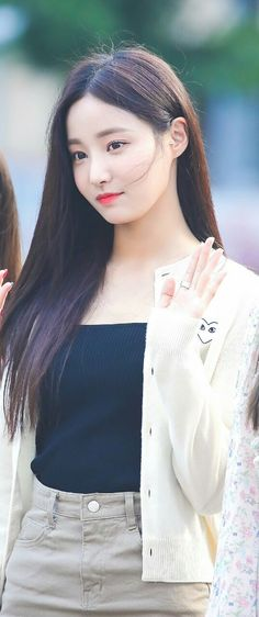 #yeonwoo Sweet Girls, Cute Girls, Singer Fashion, K Wallpaper, Cute Charms, Cute Beauty, Korean Celebrities, Pretty And Cute, Woman Crush