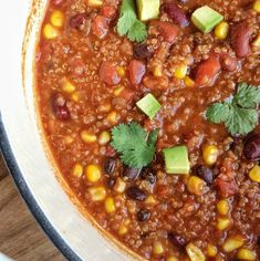 Quinoa chili is heart, healthy, and full of flavor. Simmers on the stove top for an easy one pot dinner! Hamburger Vegetable Soup, Chicken Taco Soup, Canned Chicken, Vegetable Salad, Chicken Recipes, Fiesta Chicken, Cheesy Chicken, Chicken Bacon, Chicken Casserole