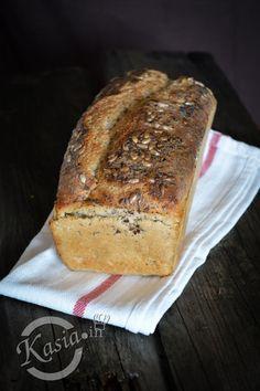 Od kilku lat, bez przerwy piekę chleb. Teraz nie wyobrażamy sobie jeść tej krojonej, sklepowej gąbki :)   Każdy z nas ma swój ulubiony chleb, Mały lubi bananowy, ja wszystkie razowe, Jacek i w... Bread Maker Recipes, Bread Bun, Food Tasting, Polish Recipes, Holiday Desserts, Bread Baking, Food To Make, Good Food, Food Porn