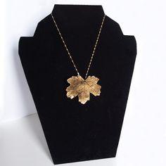 $24.00  Brown Gold Maple Leaf Brooch-Pendant / Broche-Colgante Hoja de Arce Marrón Dorado
