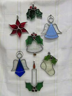 Stained Glass Ornaments, Stained Glass Christmas, Stained Glass Suncatchers, Stained Glass Projects, Stained Glass Art, Stained Glass Windows, Fused Glass, Glass Christmas Decorations, Christmas Ornaments To Make