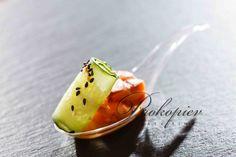 Обжаренный лосось с огурцом, кунжутом, азиатским соусом www.prokopievcatering.by