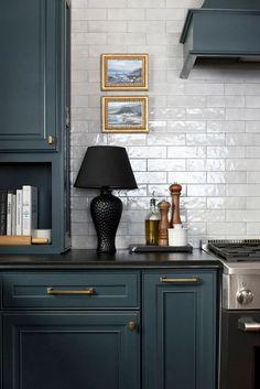 Kitchen Lamps, Kitchen Interior, Kitchen Decor, Kitchen Lighting, Red Kitchen, Kitchen Shelves, Kitchen Items, Vintage Kitchen, Country Look