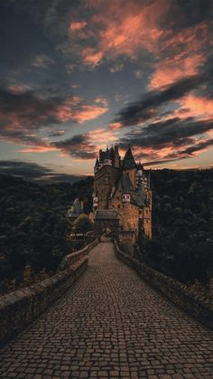 Harry Potter Tumblr, Harry Potter Pictures, Slytherin Aesthetic, Harry Potter Aesthetic, Natur Wallpaper, Harry Potter Background, Harry Potter Wallpaper, Scenery Wallpaper, City Wallpaper
