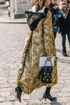 20 Fall Street Style Looks To Copy From Paris Fashion week snapped by collage Vintage New Street Style, Street Style Trends, Street Style Looks, Street Chic, Paris Street, Collage Vintage, Street Outfit, Mode Inspiration, Fashion Weeks