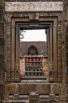 Zafar+Khan+Ghazi+Dargah+Eastern+Doorframe.jpg (683×1024)