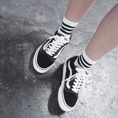 Socks with vans Sock Shoes, Vans Shoes, Cute Shoes, Me Too Shoes, Tenis Vans Old School, Outfits Hipster, Trendy Outfits, Vans Old Skool Trainers, Fashion Socks