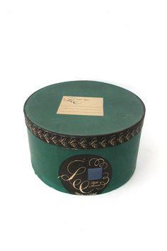Vintage Hat Box / Fifth Avenue Lee Water by CreekLifeTreasures #vestiesteam #vintagelifestyle #vintagedecor