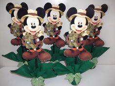 centro de mesa mickey safari Mickey Mouse 1st Birthday, Leo Birthday, 1st Birthday Themes, Safari Birthday Party, 1st Birthday Parties, Bolo Mickey, Safari Cakes, Birthday Centerpieces, Mickey And Friends