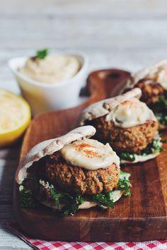 "vegan-yums: ""Baked falafel sliders with hemp tabbouleh & maple tahini sauce / Recipe"" Vegetarian Recipes, Cooking Recipes, Healthy Recipes, Junk Food, A Food, Vegan Food, Vegan Burgers, Le Diner, Almond Recipes"