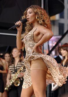 Beyoncé in concert in 2006. - Cosmopolitan.com