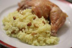 Arroz de Manteiga com Caril e Pinhões, uma maravilha!!! http://grafe-e-faca.com/pt/receitas/massas-arrozes-pizzas/arroz/arroz-de-manteiga-com-caril-e-pinhoes-para-2-pessoas/