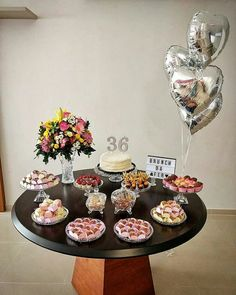 La imagen puede contener: 1 persona, comida e interior 2 Birthday Cake, Happy 30th Birthday, Birthday Goals, Birthday Party Decorations, Birthday Parties, Birthday Girl Pictures, Its My Bday, Cakes For Boys, Deco Table