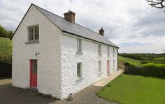 Lime mortar finish on farmhouse very nearby Old Cottage, Cottage Plan, Cottage Homes, Irish Cottage, Bungalow Haus Design, Cottage Design, House Design, Old Stone Houses, Old Farm Houses