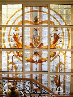 большое витражное окно в классическом стиле, частный дом, Хельсинки