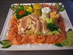 Fischplatte mit Lachs und Forelle Fish platter with salmon and trout and other recipes discover DasKochrezept. Picnic Sandwiches, Healthy Sandwiches, Other Recipes, Fish Recipes, Healthy Recipes, 1000 Calories, Fish Platter, Maila, Veggie Tray