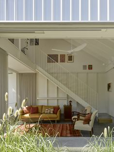 A Family's Queenslander Cottage Is Cracked Open With an Airy, Shed-Like Addition #dwell #australia #homerenovations Australian Architecture, Interior Architecture, Australian Homes, Queenslander, Prefab Homes, Garden Spaces, Outdoor Rooms, Design Firms, Midcentury Modern