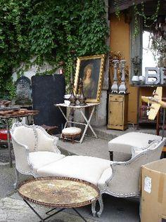 "Discovering ""Les Puces"" in Paris"
