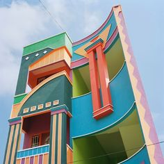 This town: Tirunamavalai in South India! It looks like an Etore Sottsass Memphis Milano dreamscape, doesn't it? (What is Memphis Milano? Read my intro post first. MM always makes me thi… Architecture Design, Indian Architecture, Futuristic Architecture, Colourful Buildings, Beautiful Buildings, Memphis Milano, Memphis Design, House Front Design, House Elevation