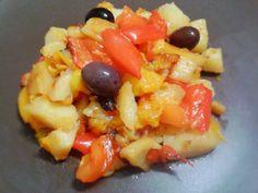 Peperoni e patate http://www.lovecooking.it/antipasti-e-contorni/peperoni-e-patate/