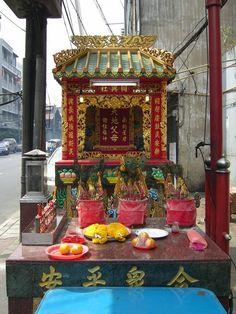 Street-Shrine in Chinatown, Bangkok