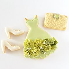 Wowww so cute idea. I like the colors Edible Cookies, Galletas Cookies, Cute Cookies, Sugar Cookies, Cookie Desserts, Cookie Frosting, Royal Icing Cookies, Onesie Cookies, Wedding Cookies