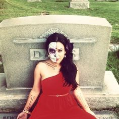People celebrate the dead by visiting their grave sites and/or building altars to them. | 29 Breathtaking Día De Los Muertos Photos - BuzzFeed News