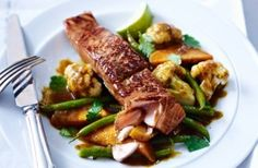 457 cals/25g fat per portionThis Japanese-style salmon and vegetable curry is a 35 minute wonder. The vegetable curry is made with soft sweet potato, cauliflower and greens beans infused with teriyaki sauce and topped with a lime drizzled salmon fillet. Delicious!