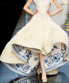 """让我脑中闪现""""青花瓷""""三个字的漂亮裙摆~  Nice Chinese porcelain on fashion"""