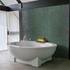 mosaique salle de bain en maux de verre ezarri green pearl vert nacr