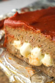 Cheese Stuffed Ground Chicken Meatloaf is an easy dinner recipe loaded with Italian flavours. This chicken meatloaf is made with Italian seasoned bread crumbs, basil pesto, mozzarella cheese and topped with pizza sauce. Ground Chicken Meatloaf, Turkey Meatloaf, Easy Meatloaf, Meatloaf Recipes, Meatloaf Muffins, Meat Recipes, Italian Meatloaf, Healthy Meatloaf, Recipies